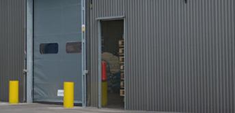 személyzeti bejárat csarnok barracon