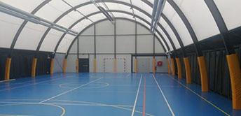 multifunkcionális sportcsarnok barracon